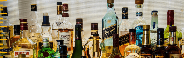 Bebidas ilegais podem ganhar espaço quando restrições ao álcool aumentam